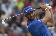 Dustin Johnson of the U.S. watches his tee shot on the fourth hole during the final round of the British Open Championship at the Royal Liverpool Golf Club in Hoylake, northern England July 20, 2014.           REUTERS/Toby Melville