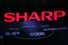 Sharp fait état vendredi d'une hausse de 55% de son bénéfice opérationnel de la période avril-juin, grâce essentiellement à une demande soutenue pour les écrans de smartphones fabriqués par le groupe japonais. /Photo d'archives/REUTERS/Yuriko Nakao