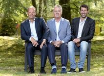 Novo técnico da Holanda, Guus Hiddink, ao lado dos assistentes van Nistelrooy e Blind. 01/08/2014 REUTERS/Toussaint Kluiters/United Photos