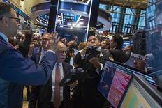 Wall Street a enregistré la semaine dernière sa performance hebdomadaire la plus médiocre en deux ans, conduisant des investisseurs à penser que la correction tant annoncée était là, mais cette analyse ne fait pas l'unanimité. /Photo prise le 16 juillet 2014/REUTERS/Brendan McDermid