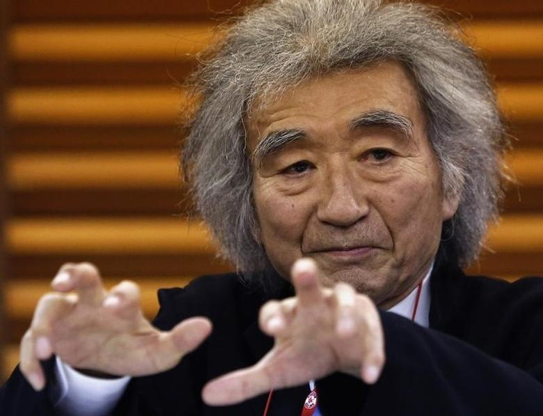 Japan's maestro Seiji Ozawa gestures during a news conference in Tokyo December 19, 2013. REUTERS/Yuya Shino