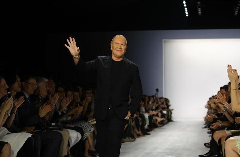 Designer Michael Kors acknowledges the crowd after revealing his Spring/Summer 2014 collection during New York Fashion Week, September 11, 2013. REUTERS/Joshua Lott