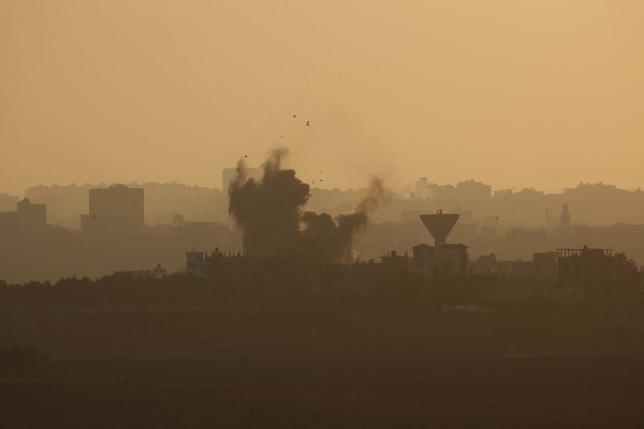 8月5日、イスラエルとイスラム原理主義組織ハマスは、エジプトが提案した72時間の停戦に入った。この間に、より長期的な停戦に向けた交渉を進めることが狙い。ガザで4日撮影(2014年 ロイター/Baz Ratner)
