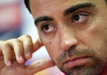 Хави на пресс-конференции на тренировочной базе под Барселоной 5 августа 2014 года. Испанский полузащитник Хави объявил во вторник о завершении выступлений за национальную сборную. REUTERS/Albert Gea
