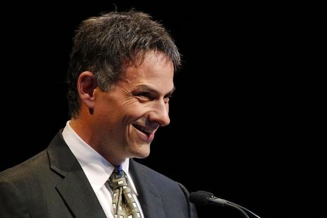 David Einhorn, founder and president of Greenlight Capital, smiles as he speaks at the Sohn Investment Conference in New York, May 5, 2014.  REUTERS/Eduardo Munoz
