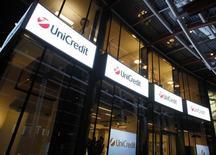 UniCredit, première banque d'Italie par les actifs, a publié un bénéfice net trimestriel en hausse de 12% grâce à une nette amélioration de ses résultats sur son marché d'origine et à une contribution solide de l'Europe de l'Est. /Photo prise le 11 mars 2014/REUTERS/Alessandro Garofalo