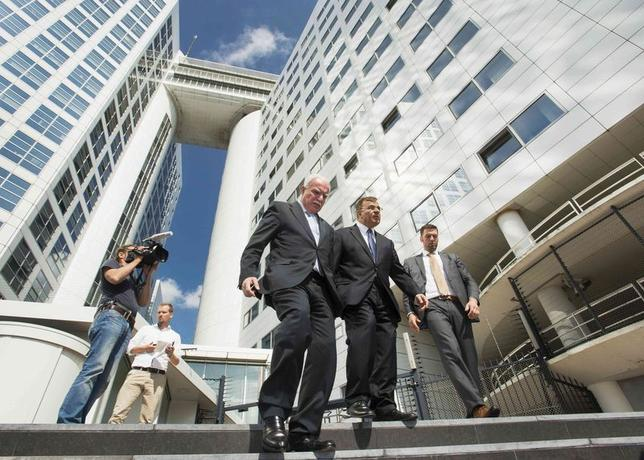 Palestinian Foreign Minister Riad al-Malki (C) leaves the International Criminal Court (ICC) at the Hague August 5, 2014. REUTERS/Toussaint Kluiters/United Photos