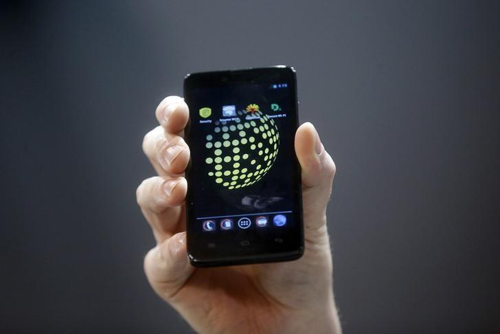 The Blackphone, an Android software-based mobile which encrypts texts, voice calls and video chats, is displayed after being launched during the Mobile World Congress in Barcelona February 24, 2014.    REUTERS/Albert Gea