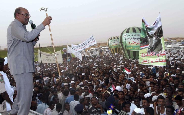 President Omar Hassan al-Bashir addresses a crowd in North Khartoum, June 8, 2013.  REUTERS/Stringer