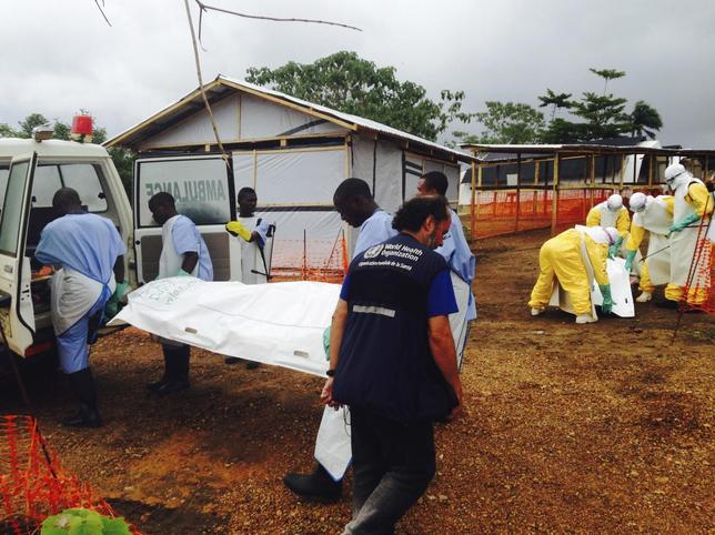 Volunteers carry bodies in a centre run by Medecins Sans Frontieres for Ebola patients in Kailahun July 18, 2014.  REUTERS/WHO/Tarik Jasarevic/Handout via Reuters