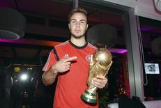 Germany's Mario Goetze poses with the World Cup trophy during the DFB-WM gala party at the Sheraton hotel in Rio de Janeiro July 13, 2014.  REUTERS/Markus Gilliar/Pool