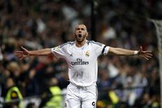Benzema comemora gol do Real Madrid contra o Barcelona, em 23 de março.   REUTERS/Stringer