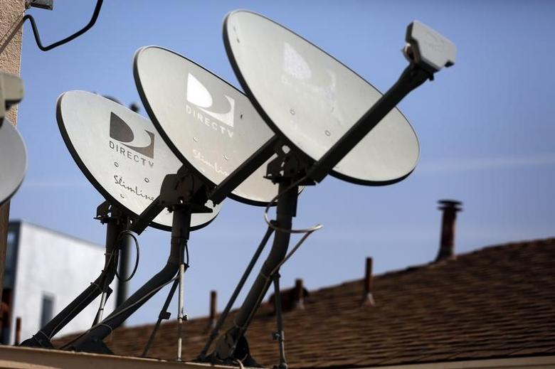 DirecTV satellite dishes are seen on an apartment roof in Los Angeles, California May 18, 2014.  REUTERS/Jonathan Alcorn