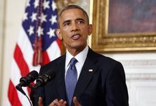 """Президент США Барак Обама на пресс-конференции в Белом доме в Вашингтоне 7 августа 2014 года. Барак Обама в четверг санкционировал ограниченные авиаудары с тем, чтобы подавить наступление исламских боевиков на севере Ирака, и начал выброску с самолетов гуманитарной помощи в осажденные районы, чтобы предотвратить """"возможный акт геноцида"""" религиозных меньшинств. REUTERS/Larry Downing"""