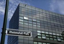 Офис Rheinmetall AG в Дюссельдорфе 4 августа 2014 года. Компании Германии, крупнейшего торгового партнера России в Европейском союзе, начинают терпеть убытки из-за противостояния Москвы и Запада. REUTERS/Wolfgang Rattay