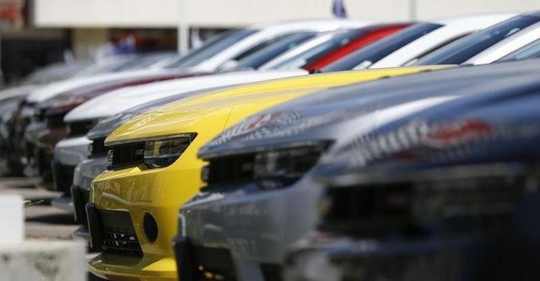 A group of cars for sale is pictured at a car dealership in Los Angeles, California April 1, 2014. REUTERS/Mario Anzuoni