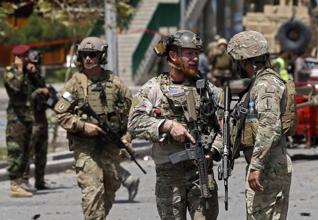 U.S. troops keep watch at the site of a suicide car bomb attack in Kabul August 10, 2014. REUTERS/Omar Sobhani