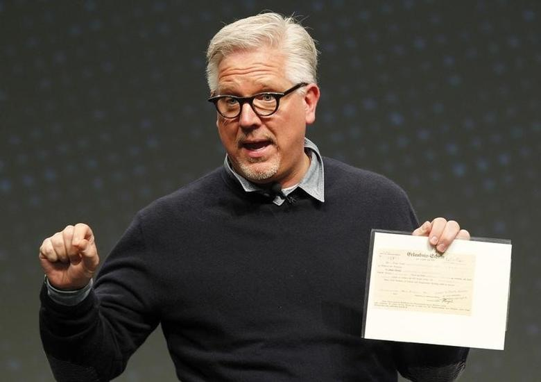 Radio and television personality Glenn Beck speaks to a gathering at FreePAC Kentucky at the Kentucky International Convention Center in Louisville, Kentucky April 5, 2014. REUTERS/John Sommers II