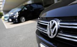 Carro da Volkswagen fotografado em uma concessionária de Tókio. 30/07/2014.  REUTERS/Toru Hanai