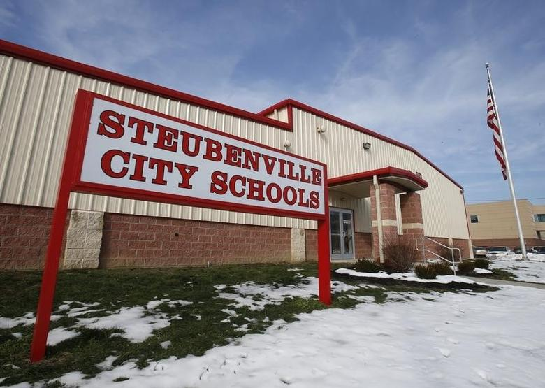 City schools were locked down temporarily after a threat which police determined to be ''non-viable'', in Steubenville, Ohio, January 8, 2013.    REUTERS/Jason Cohn