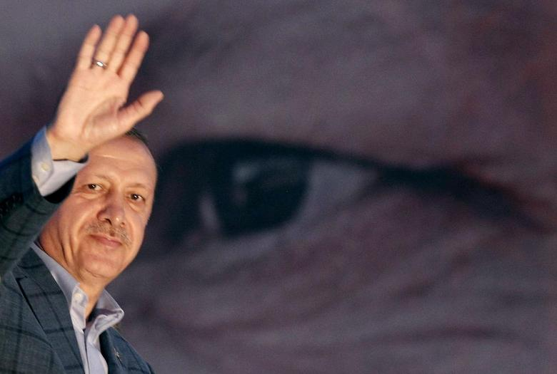 Tayyip Erdogan waves to the crowd in Istanbul August 10, 2014.  REUTERS/Osman Orsal