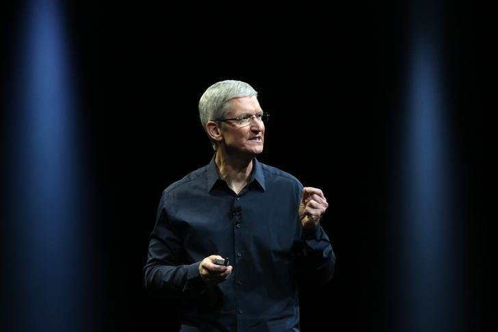 Apple CEO Tim Cook delivers his keynote address at the World Wide developers conference in San Francisco, California June 2, 2014. REUTERS/Robert Galbraith/Files