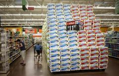 As vendas no varejo dos Estados Unidos ficaram inesperadamente estáveis em julho, indicando alguma perda de ímpeto na economia no começo do terceiro trimestre. 05/06/2014 REUTERS/Rick Wilking