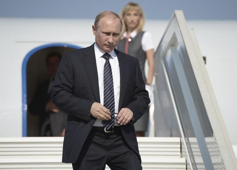 Russian President Vladimir Putin walks down the stairs upon his arrival at Belbek airdrome near the Crimean port of Sevastopol, August 13, 2014. REUTERS/Alexei Nikolsky/RIA Novosti/Kremlin