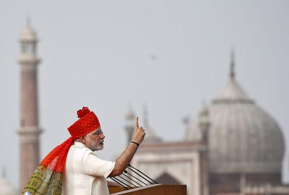 Prime Minister Narendra Modi addresses the nation from the historic Red Fort during Independence Day celebrations in Delhi August 15, 2014. REUTERS/Ahmad Masood