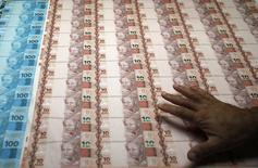 O Índice de Atividade Econômica do Banco Central (IBC-Br) recuou 1,48 por cento em junho sobre maio, fechando o segundo trimestre deste ano com queda de 1,20 por cento e indicando que a economia brasileira pode ter entrado em recessão no primeiro semestre do ano. 23/08/2012 REUTERS/Sergio Moraes