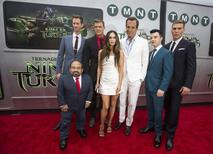 "Cast members (from L-R) Danny Woodburn, Jeremy Howard, Alan Ritchson, Megan Fox, Will Arnett, Noel Fisher and Pete Ploszek pose at the premiere of ""Teenage Mutant Ninja Turtles"" in Los Angeles, California August 3, 2014. REUTERS/Mario Anzuoni"