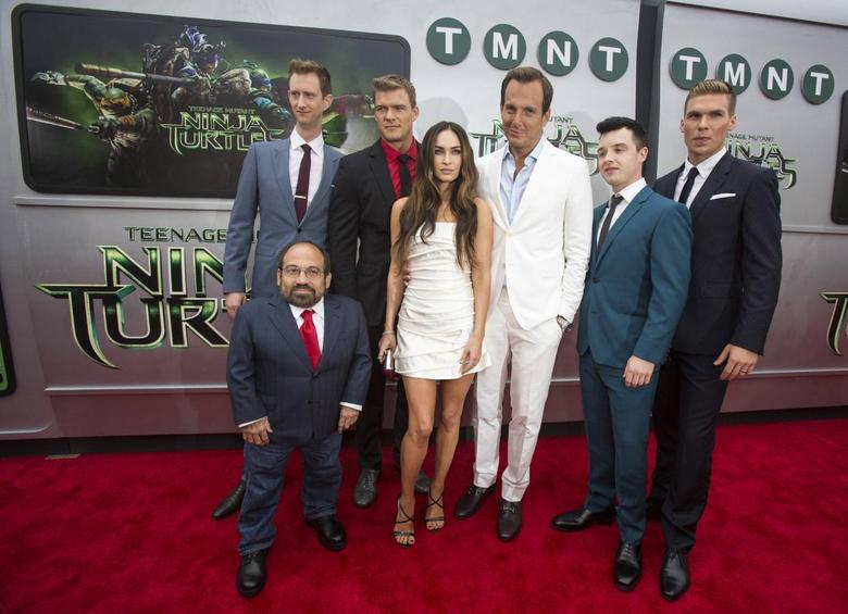 Cast members (from L-R) Danny Woodburn, Jeremy Howard, Alan Ritchson, Megan Fox, Will Arnett, Noel Fisher and Pete Ploszek pose at the premiere of ''Teenage Mutant Ninja Turtles'' in Los Angeles, California August 3, 2014. REUTERS/Mario Anzuoni