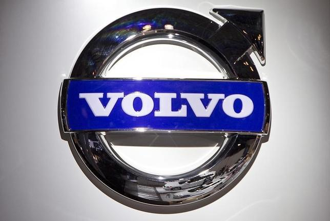 A Volvo logo is pictured at the Jacob Javits Convention Center during the New York International Auto Show in New York April 16, 2014.  REUTERS/Carlo Allegri