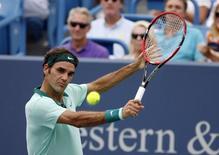 Roger Federer na partida contra David Ferrer no Masters de Cincinnati. 17/08/2014. REUTERS/USA TODAY Sports/Mark Zerof