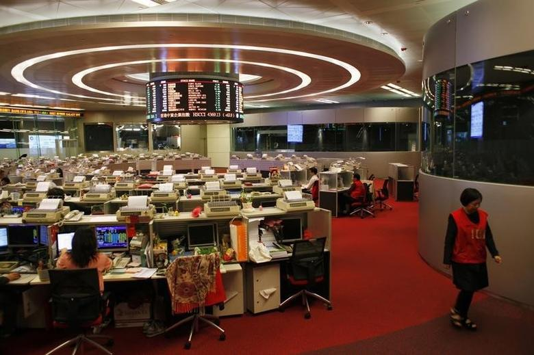 A trader walks inside the trading hall during afternoon trading at the Hong Kong Stock Exchange April 10, 2014.  REUTERS/Bobby Yip