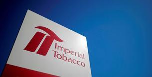 Imperial Tobacco table sur une croissance modeste des résultats de son exercice fiscal en cours, grâce à une légère augmentation des volumes de ventes de ses grandes marques, qui affichent une hausse de 3% sur les neuf premiers mois, à fin juin. /Photo d'archives/REUTERS/Stéphane Mahé