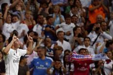 """Полузащитник """"Реала"""" Хамес Родригес празднует гол в ворота """"Атлетико"""" в матче за Суперкубок Испании в Мадриде 20 августа 2014 года. Мадридские """"Реал"""" и """"Атлетико"""" не смогли во вторник выявить победителя в первом матче за испанский Суперкубок и завершили поединок со счетом 1-1. REUTERS/Juan Medina"""
