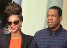 Beyoncé e Jay-Z caminham ao deixar hotel em Havana, em 4 de abril de 2013. REUTERS/Enrique De La Osa