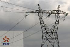EDF Energy, filiale britannique du groupe français EDF s'est vu infliger une sanction de trois millions de livres (3,74 millions d'euros) pour s'être rendue coupable de négligences dans la gestion des récriminations de ses clients. /Photo d'archives/REUTERS/Vincent Kessler