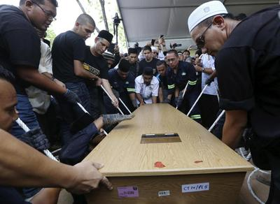 Malaysia mourns as bodies of MH17 victims finally come...