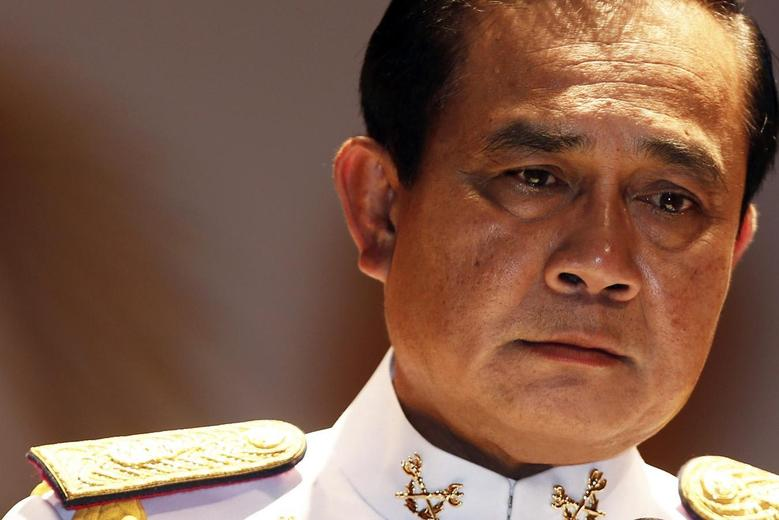 Thai Army chief General Prayuth Chan-ocha pauses as he addresses reporters at the Royal Thai Army Headquarters in Bangkok in this May 26, 2014 file photo.  REUTERS/Damir Sagolj/Files