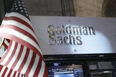 Goldman Sachs a conclu un accord amiable de 1,2 milliard de dollars (906 millions d'euros) pour régler le contentieux qui l'opposait à la FHFA sur la vente de valeurs mobilières adossées à des créances hypothécaires douteuses avant la crise financière, /Photo d'archives/REUTERS/Brendan McDermid