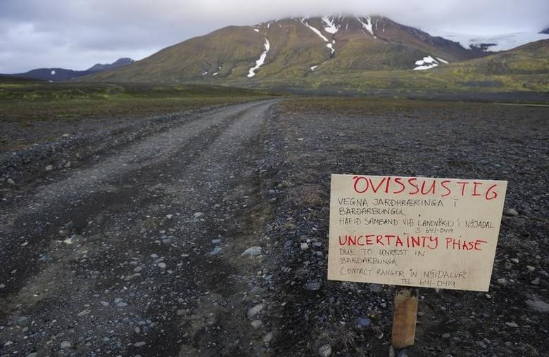 A warning sign blocks the road to Bardarbunga volcano, some 20 kilometres (12.5 miles) away, in the north-west region of the Vatnajokull glacier August 19, 2014. REUTERS/Sigtryggur Johannsson