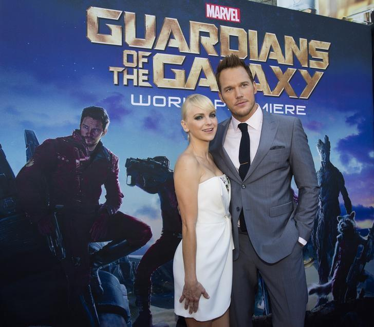 Cast member Chris Pratt and his wife, actress Anna Faris pose at the premiere of ''Guardians of the Galaxy'' in Hollywood, California July 21, 2014. REUTERS/Mario Anzuoni