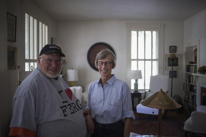 Gunnar Brown, 78, and wife Ruth Brown, 72, pose for a photograph inside their home in Ferguson, Missouri August 24, 2014.    REUTERS/Adrees Latif