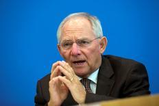 """Le ministre allemand des Finances, Wolfgang Schäuble, juge dans un entretien publié mercredi par un journal allemand que les propos du président de la Banque centrale européenne (BCE) selon lesquels la politique monétaire pourrait davantage soutenir la croissance ont été """"surinterprétés"""". /Photo prise le 2 juillet 2014/REUTERS/Thomas Peter"""