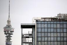 Telecom Italia va lancer une offre de l'ordre de sept milliards d'euros pour le rachat de GVT, la filiale brésilienne de Vivendi, qui laisserait le groupe français avec une participation de 15 à 20% dans le capital du groupe italien, selon quatre sources proches du dossier.  /Photo d'archives/REUTERS/Alessandro  Bianchi