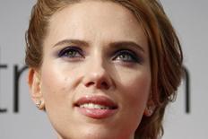 """Scarlett Johansson posa em première do filme """"Capitão América"""" em Paris. 17/03/2014 REUTERS/Benoit Tessier"""