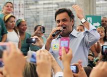 Candidato do PSDB à Presidência, Aécio Neves, em campanha em Natal.  21/8/2014 REUTERS/Nuno Guimaraes