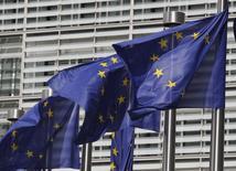 François Hollande a proposé jeudi la tenue d'un sommet de la zone euro pour arrêter une nouvelle initiative de croissance au niveau européen et définir un rythme de réduction des déficits publics qui tiendra compte du risque de déflation. /Photo d'archives/REUTERS/Thierry Roge